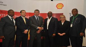 L-R: Head of Nigerian Content Development, Shell Nigeria Exploration and Production Company of Nigeria (SNEPCo) Austin Uzoka; Director, United Kingdom Trade & Industry, Chris Maskell; British Deputy High Commissioner, Ray Kyles; General Manager, Nigerian Content Development, Shell Nigeria, Chiedu Oba; UKTI Specialist, Sue Whitebread; Director Monitoring and Evaluation (NCDMB),Tunde Adelana…. at the just concluded Nigeria – UK Suppliers Engagement programme sponsored by SNEPCo and its Co-venturers.