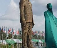 zuma statue
